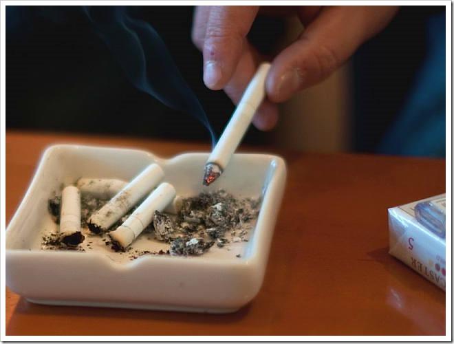 640ss thumb255B2255D 2 - 【ニュース】厚労省、飲食店など建物での全面禁煙を検討中、これはVAPE加速となるか?