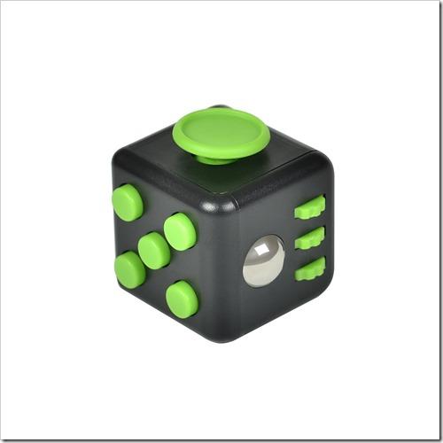 61yPntajaeL. SL1500 thumb255B2255D 2 - 【ガジェット】「XeYOU Fidget Cube (フィジェットキューブ)ストレス解消キューブ」「Readaeer® CREE社製 CREE-T6搭載 超高輝度LED 懐中電灯」レビュー。【フィジェット/小物/LED】