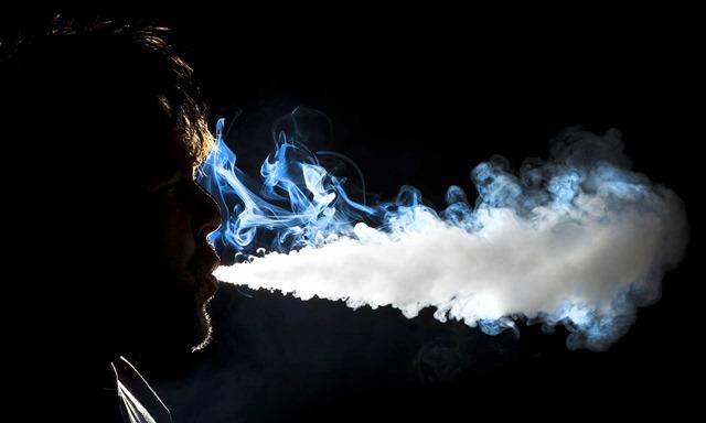 What are the Dangers of Vaping thumb255B2255D 2 - 【朗報】新タバコ規制「VAPE/iQOS」は対象外!!受動喫煙の健康被害が科学的に不明のため【電子タバコ/VAPE大勝利?】