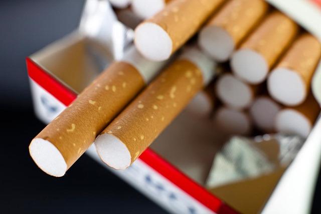 cigarettes thumb255B2255D 2 - 【健康/禁煙】飲食店の原則禁煙法案改正が議論を呼んでいるようです。バーは例外?ラーメン屋は原則禁煙?