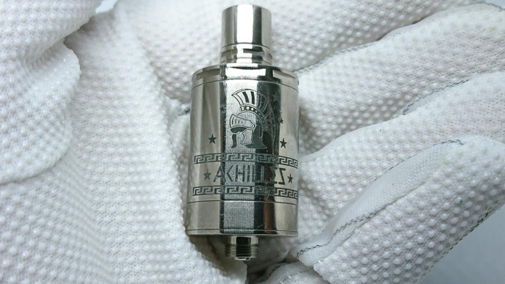 DSC 64465 - 【RDA】「ACHILLES II RDA by Titanium MODS」(アキレス2RDA)エングレービング付モデルレビュー!フルチタンボディで軽量、英雄アキレスの掘りが所有欲を満たしてくれるフレーバーチェイサー御用達モデル!【ドリッパー/フレーバー/電子タバコ】