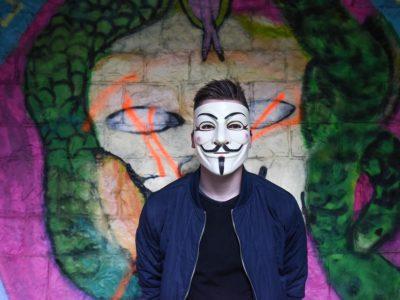 anonymous 1334775 960 720 400x300 - 【TIPS】電子タバコは未成年でも使用できる!?
