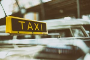 automobile 1845650 960 720 300x200 - 【TIPS】電子タバコはタクシーで吸える?専用車もある?