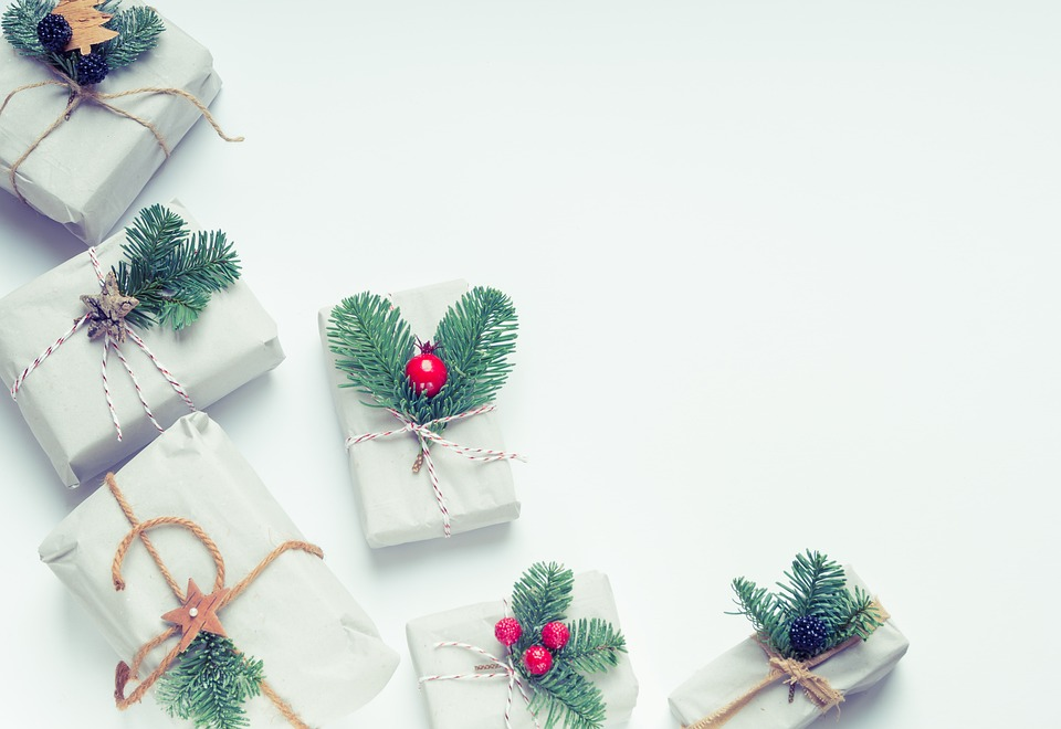 christmas 3026686 960 720 - 【TIPS】電子タバコは贈り物に最適?使えるプレゼントシーンまとめ