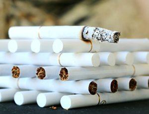 cigarette 1642232 960 720 300x230 - 【TIPS】ニコチンを含む電子タバコは買える?注意点まとめ