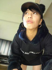 emii1 225x300 - 【レビュー】JUSTFOGの簡単高品質なスターターキット。「FOG1(フォグワン)」で上機嫌!旅する国籍不明女子エィミイのVAPEレポ