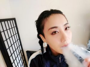 emii13 300x225 - 【レビュー】VAPE女子エィミイ、簡単・パワフル・スレンダー「gippro」で擬似喫煙体験!してみちゃいました。【電子タバコ/VAPE】