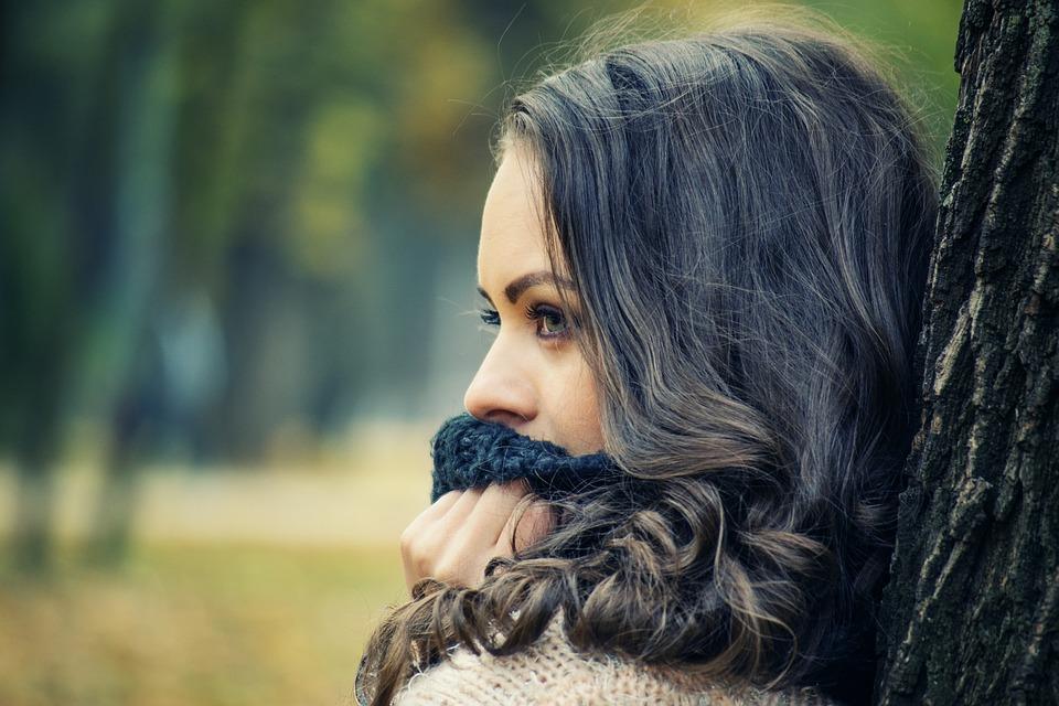 girl looking away 1995624 960 720 - 【TIPS】スピットバック現象の原因と対策方法まとめ