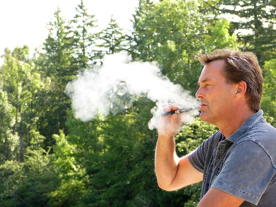 man 2634401 960 720 - 【初心者情報】VAPEの液漏れは吸い方で防げる?ジュルジュルしない方法紹介!