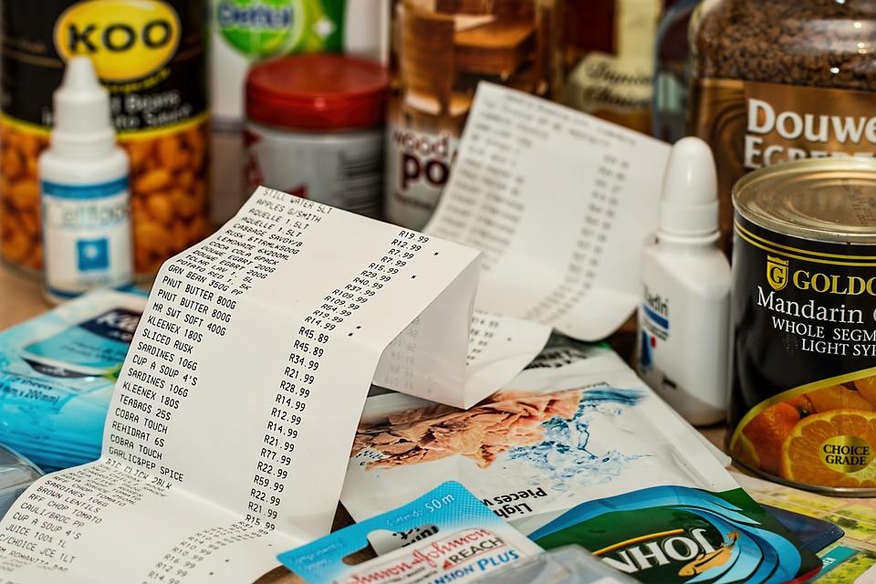 shopping 879498 960 720 - 【TIPS】コンビニで買える電子タバコはどれ?買えないものは?