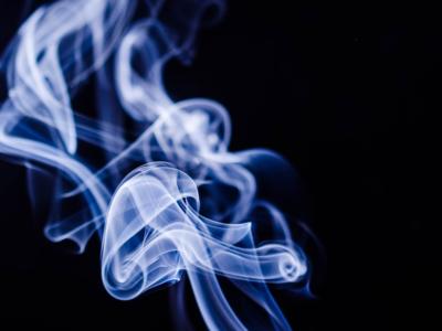 smoke 1001667 960 720 400x300 - 【TIPS】電子タバコの副流煙は有害って本当?加熱式たばこと電子タバコの副流煙について調べてみた!IQOS/GLO/Ploom techにも関係あり。