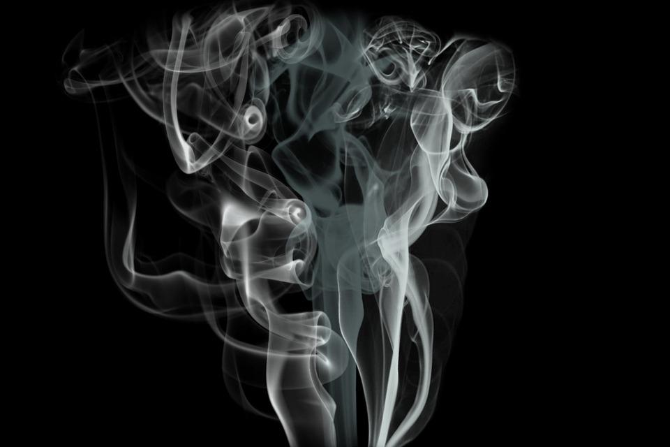 smoke 69124 960 720 - 【TIPS】電子タバコの空気穴から煙!?故障?原因と対策方法