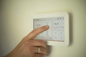 tablet 2471184 960 720 300x200 - 【TIPS】初心者もできる!?電子タバコは温度管理のポイント