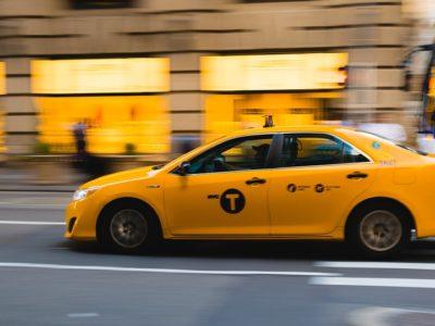 taxi 2729864 960 720 400x300 - 【TIPS】電子タバコはタクシーで吸える?専用車もある?