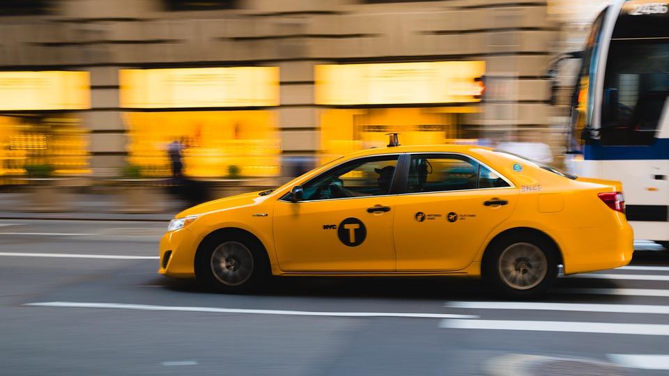 taxi 2729864 960 720 - 【TIPS】電子タバコはタクシーで吸える?専用車もある?