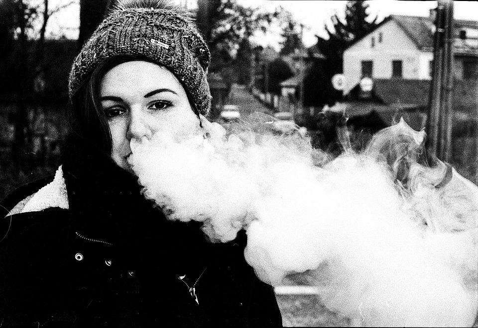 vape 2081216 960 720 - 【TIPS】電子タバコの吸いごたえアップ!物足りない時の秘策3選