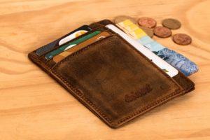 wallet 2668549 960 720 300x200 - 【TIPS】電子タバコが故障した時はどうする?修理費用はどのくらい?