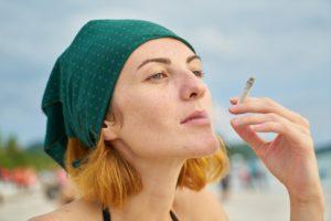 womens 2294687 960 720 300x200 - 【TIPS】意外と知らない!?電子タバコの吸い方まとめ!