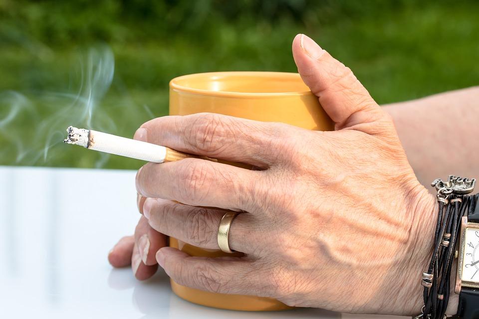 cigarette 2367456 960 720 - 【NEWS】厚生労働省が受動喫煙対策の素案発表!電子タバコはどうする、どうなる!?