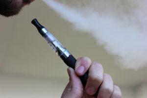 e cigarette 1301664 960 720 300x200 - 【TIPS】リキッドのフタが開かない!?開け方を解説