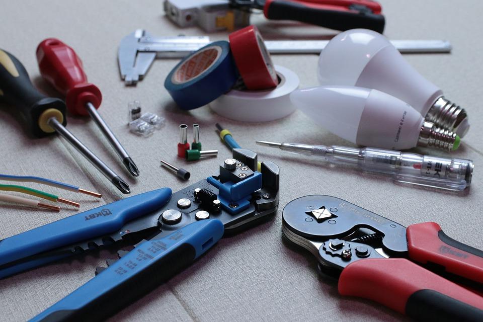 electrician 3087536 960 720 - 【TIPS】ワイヤーの太い細いとは?自作コイルの基本ポイント