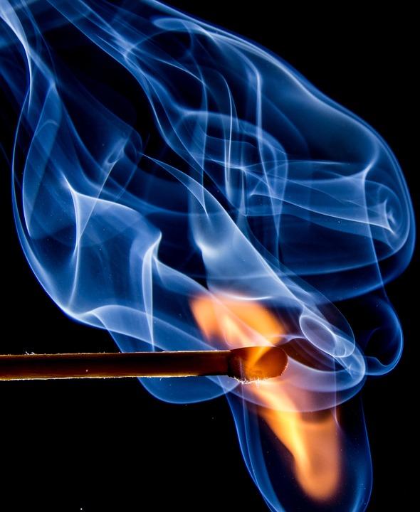 fire 545374 960 720 1 - 【TIPS】意外と知らない?VAPEを使う場合の火災報知器の注意点。お店で火災報知機を鳴らさないための教え