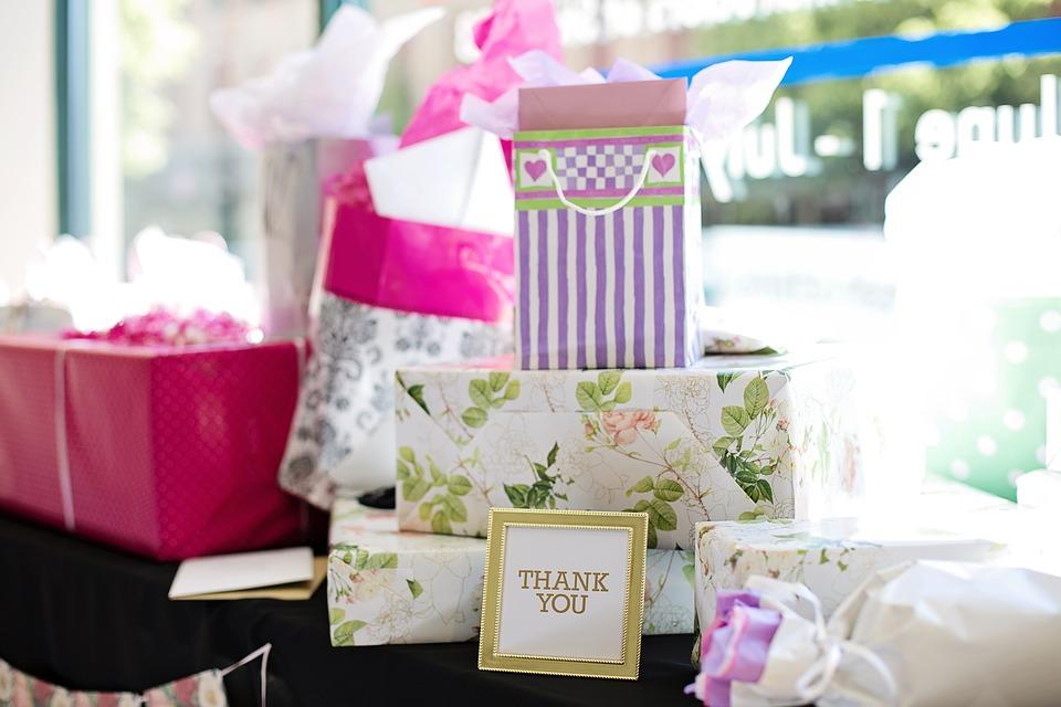 gifts 2447537 960 720 - 【TIPS】ホワイトデーに電子タバコをプレゼント!おすすめ3選