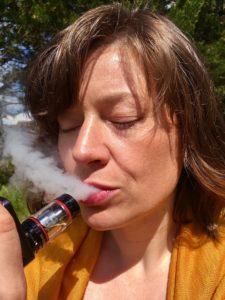 vape 2441608 960 720 225x300 - 【TIP】リキッドのスティープとは?電子煙草のリキッドスティープ、そのやり方を解説!