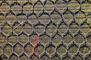 wire mesh 3068400 960 720 300x200 - 【TIPS】ワイヤーの太い細いとは?自作コイルの基本ポイント