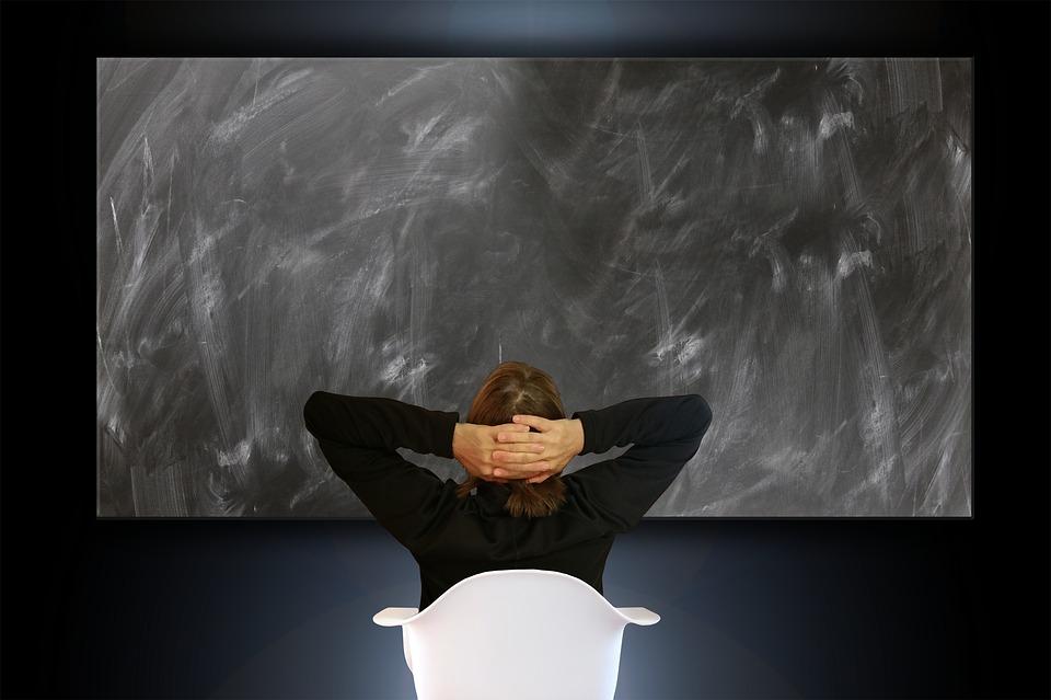 woman 3169680 960 720 - 【TIPS】VAPEでよくある不具合と対処方法まとめ、こんな時はこうしよう!ジュルジュル対処法や異音トラブルについて。