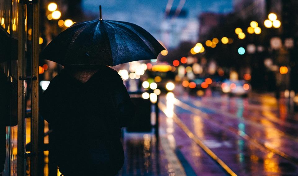 adult 1867665 960 720 - 【TIPS】電子タバコは雨対策が肝心!?取り扱いのポイントまとめ
