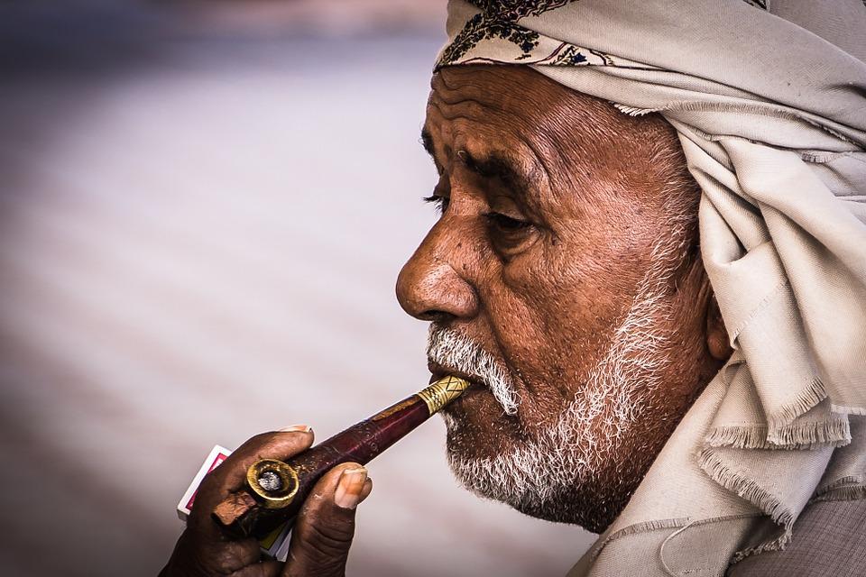 arabs 618308 960 720 - 【TIPS】レトロな魅力!おすすめのパイプ型電子タバコ3選