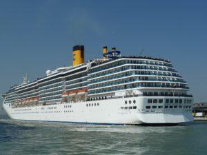 cruise 100872 960 720 300x225 - 【TIPS】船内で電子タバコは利用できる?乗船する前のポイントまとめ