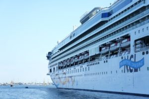cruise ship 412836 960 720 300x199 - 【TIPS】船内で電子タバコは利用できる?乗船する前のポイントまとめ