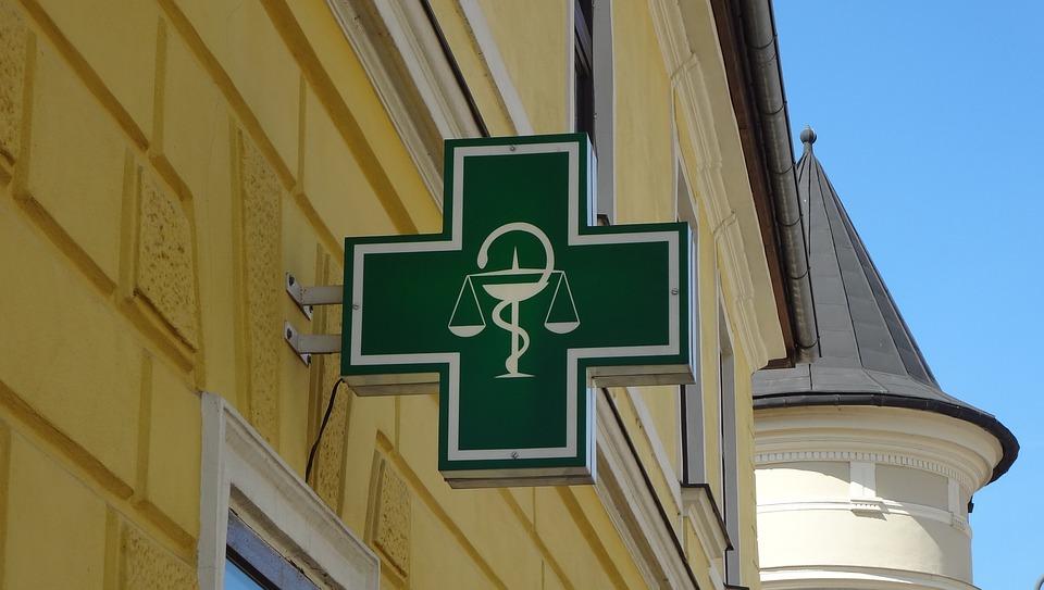 logo pharmacy 3215049 960 720 - 【TIPS】電子タバコは薬局に売っている?メリット・デメリットまとめ