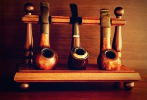 pipe 1008898 960 720 300x204 - 【TIPS】レトロな魅力!おすすめのパイプ型電子タバコ3選