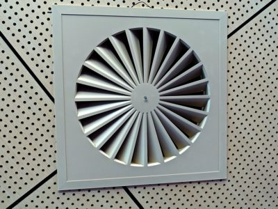 exhaust fan 546946 960 720 400x300 - 【TIPS】換気扇の下でタバコは要注意!?対策まとめ