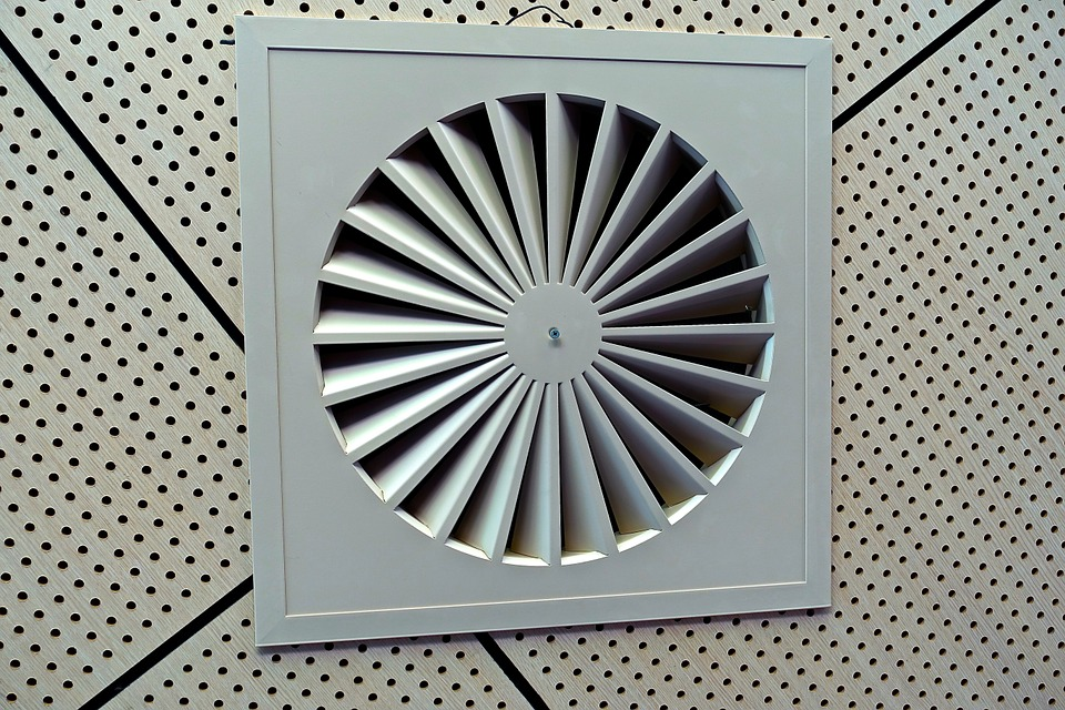 exhaust fan 546946 960 720 - 【TIPS】換気扇の下でタバコは要注意!?対策まとめ