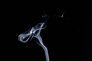 smoke 1001664 960 720 300x199 - 【TIPS】電子タバコの空気穴から煙!?故障?原因と対策方法