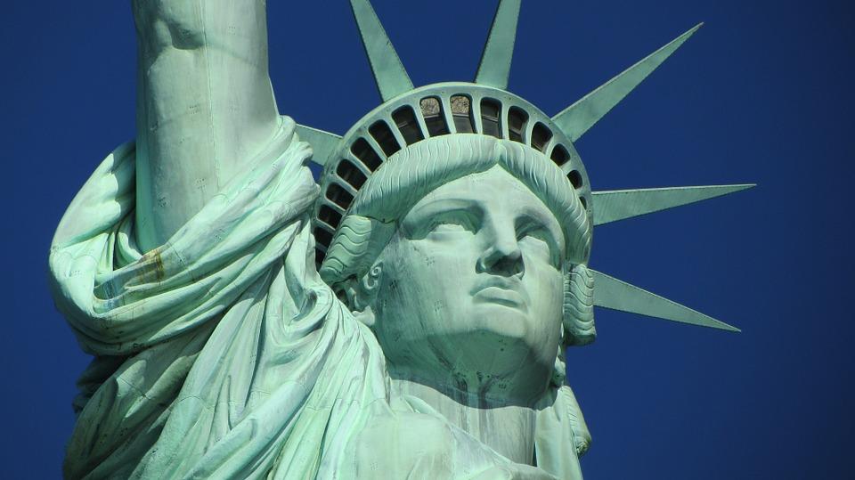 statue of liberty 267948 960 720 - 【NEWS】ニューヨークでは歩きタバコ禁止!?電子タバコはどうなる?