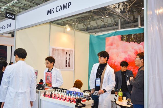 vapeexpc5 3 MKCAMP007 0330 thumb - 【EXPO】ブース紹介:B6-4 ADVKEN(アドビケン)、C5-1 XTAR(エクスター)、E4 Clicker(クリッカー)&Fat Panda(ファットパンダ)、A5-4-B5-1 Hangsen(ハンセン)、C5-3 MK CAMP(エムケーキャンプ)【VAPE EXPO JAPAN 2018】