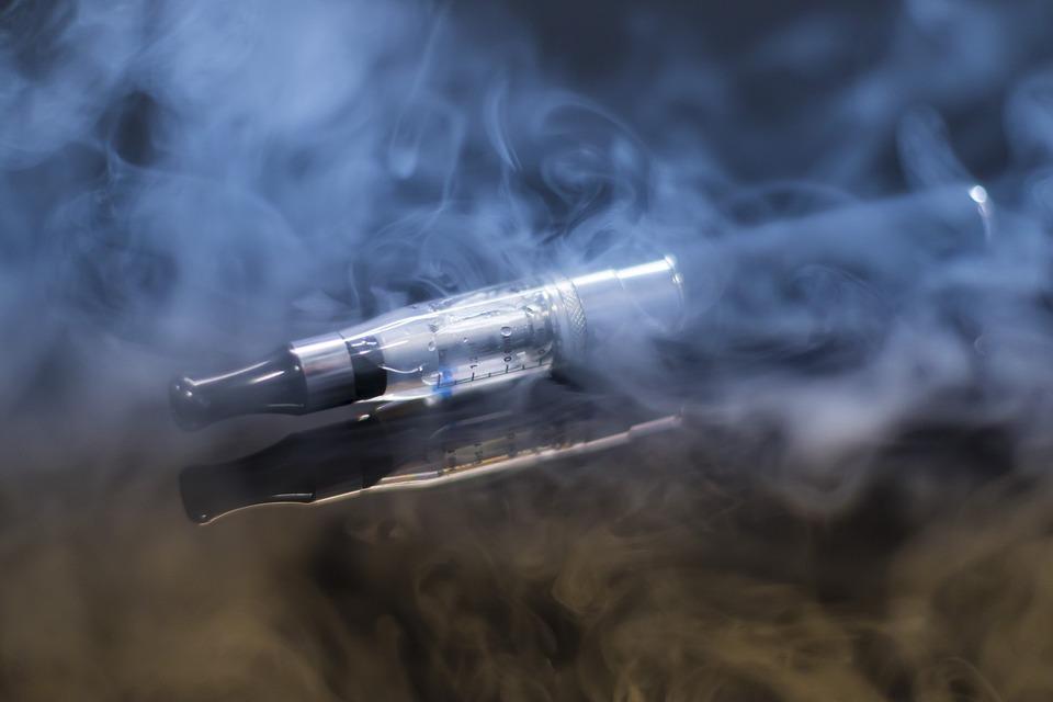 e cigarette 1881957 960 720 - 【TIPS】電子タバコ事業は拡大傾向?2020年にはどのくらい増えている予測?