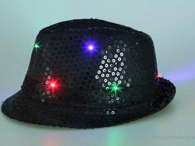 6753901 2 thumb 400x300 - 【レビュー】最近FTで買った光物3点簡易レビュー「LEDハット」「LEDキャップ」「LEDフィンガー」最強のパリピグッズはどれ?光るシューズや靴紐もあり