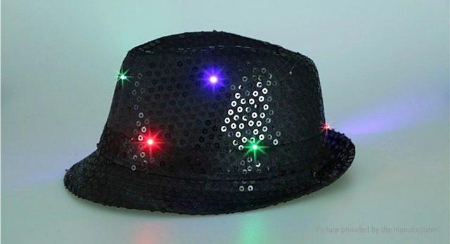 6753901 2 thumb 640x347 - 【レビュー】最近FTで買った光物3点簡易レビュー「LEDハット」「LEDキャップ」「LEDフィンガー」最強のパリピグッズはどれ?光るシューズや靴紐もあり