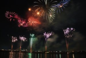 fireworks 74689 960 720 300x201 - 【TIPS】夏本番!浴衣とVAPEで粋にキメてみよう!