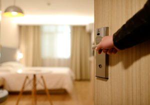 hotel 1330850 960 720 300x210 - 【TIPS】ホテルで電子タバコを使用したらクリーニング代を請求される!?