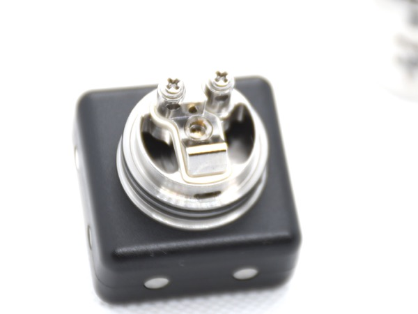 oDSC 3795 - 【レビュー】(甘くないフレーバー特化型)タバコ系リキッドの味を爆発的に向上させる魔法のようなRDAはコレだ!Ammit MTL RDA by Geekvape