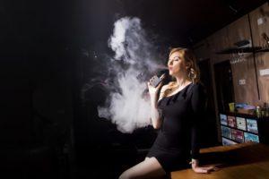 people 3252561 960 720 300x200 - 【TIPS】VAPE女子とは?電子タバコは女性でも楽しめる!