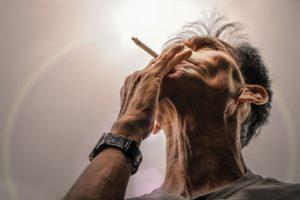 smoking 1685288 960 720 300x200 - 【NEWS】チェックが厳しくなる?堺市教委が教職員調査実施!