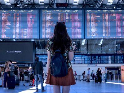 airport 2373727 960 720 1 400x300 - 【TIPS】機内のトイレで電子タバコを使用することはNG?罰則はある?